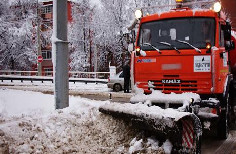 Новый подрядчик мэрии Челябинска по уборке дорог работает на базе Южуралавтобана